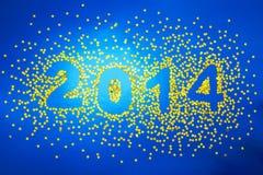La decoración de la Navidad del confeti de oro protagoniza en fondo azul Imagen de archivo