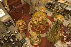 La decoración de la Navidad en el centro comercial del kilolitro Fotos de archivo