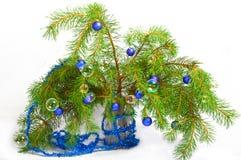 La decoración de la Navidad en un abeto ramifica con t Foto de archivo libre de regalías