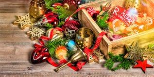 La decoración de la Navidad protagoniza el vintage de los ornamentos de las chucherías Fotos de archivo