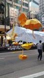La decoración de Nathan Road Yellow Umbrella ocupa las protestas 2014 de Mong Kok Hong Kong que la revolución del paraguas ocupa  Fotografía de archivo
