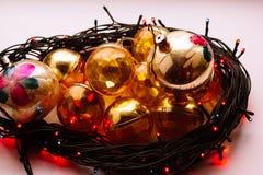 La decoración del árbol de abeto de la Navidad o del Año Nuevo juega Imagen de archivo