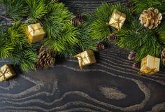 La decoración del árbol del abeto del Año Nuevo y de la Navidad del día de fiesta juega Fotografía de archivo