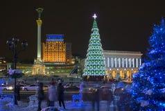 La decoración del Año Nuevo y de la Navidad de Maidan Nezalezhnosti ajusta Imagen de archivo libre de regalías