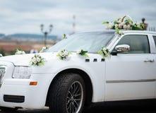La decoración del coche de la boda florece el ramo Imágenes de archivo libres de regalías