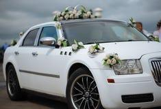 La decoración del coche de la boda florece el ramo Foto de archivo