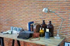La decoración hermosa posee la tabla de trabajo Foto de archivo