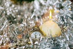 La decoración y el vintage de la Navidad de la víspera del día de fiesta del Año Nuevo y de la Navidad registran Imagenes de archivo