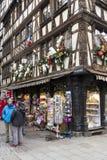 La decoración de la Navidad en el boutique Bellinger del recuerdo Imagen de archivo