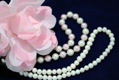 La decorazione dalla perla. immagini stock