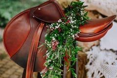 La decorazione del cavaliere della sella fiorisce i rami verdi Fotografia Stock Libera da Diritti