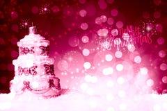 La decorazione dell'albero di Natale con la forma di multi dolce del pavimento, su neve, contro una bella festa ha ispirato il fo immagini stock