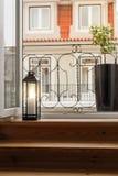 La decorazione della Camera dettaglia la lanterna della candela in balcone Fotografie Stock