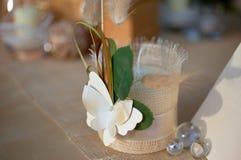 La decorazione di cerimonia nuziale ha impostato con la candela Fotografie Stock Libere da Diritti