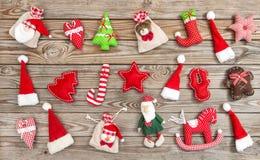 La decorazione di Natale gioca la disposizione di legno del piano del backgroun degli ornamenti Fotografia Stock