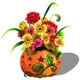 La decorazione fatta a mano di autunno della gerbera dei fiori freschi in vaso naturale della zucca matura ha tagliato i fori sot illustrazione di stock