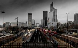 La-Defensie in Parijs op een stormachtige middag stock fotografie