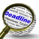La definición de la lupa del plazo significa a Job Time Limit Or Finish Dat Imagen de archivo