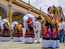 La delegazione speciale è pronta per la parata di Guelaguetza attraverso la città immagini stock