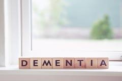 La demencia firma adentro una ventana imagen de archivo libre de regalías