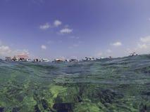 La demi eau, demi ciel photo libre de droits