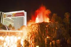 La demostración artificial de Volcano Eruption del hotel del espejismo en Las Vegas Foto de archivo libre de regalías