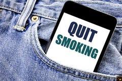 La demostración conceptual de la inspiración del subtítulo del texto de la escritura de la mano abandonó el fumar Concepto del ne Foto de archivo libre de regalías