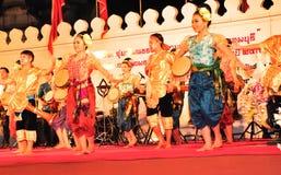 La demostración cultural de la danza del tambor Imagen de archivo