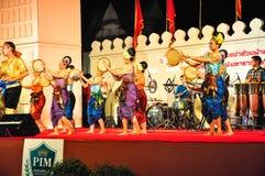 La demostración cultural de la danza del tambor Foto de archivo libre de regalías