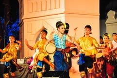 La demostración cultural de la danza del tambor Foto de archivo
