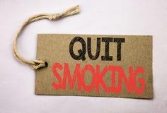 La demostración de la inspiración del subtítulo del texto de la escritura de la mano abandonó el fumar Concepto del negocio para  Fotos de archivo