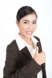 La demostración de la mujer de negocios manosea con los dedos para arriba Foto de archivo