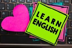 La demostración de la muestra del texto aprende inglés La comunicación fácil conceptual de la lengua universal de la foto y entie fotografía de archivo