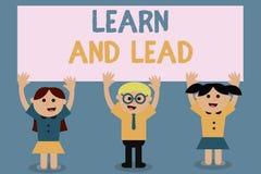 La demostración de la muestra del texto aprende y lleva La foto conceptual mejora las habilidades y el knowleadge para caber para stock de ilustración