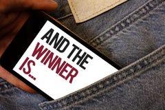 La demostración de la nota de la escritura y el ganador es La anunciación de exhibición de la foto del negocio como primero coloc imágenes de archivo libres de regalías
