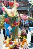 La demostración de oro del dragón en desfile en festival chino del Año Nuevo Foto de archivo