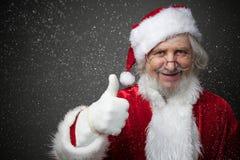 La demostración de Santa Claus tiene gusto fotos de archivo