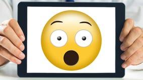 La demostración de la tableta chocó el vídeo sonriente animado