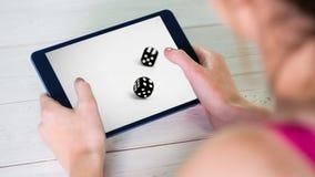 La demostración de la tableta corta en cuadritos en la tableta