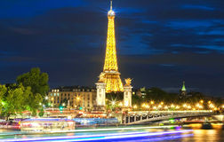 La demostración del funcionamiento de la luz de la torre Eiffel, París, Francia Fotos de archivo