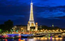 La demostración del funcionamiento de la luz de la torre Eiffel, París, Francia Imágenes de archivo libres de regalías