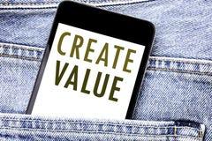 La demostración del texto del aviso de la escritura crea valor Concepto del negocio para crear el teléfono móvil escrito motivaci stock de ilustración
