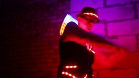 La demostración ligera, individuo da vuelta a luces metrajes