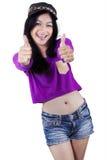 La demostración moderna del adolescente manosea con los dedos para arriba Fotos de archivo libres de regalías