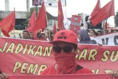 La demostración tradicional Soekarno Sukoharjo de la conducta de los vendedores del mercado de las mujeres Imagen de archivo