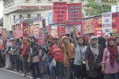 La demostración tradicional Soekarno Sukoharjo de la conducta de los vendedores del mercado de las mujeres Fotografía de archivo