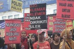 La demostración tradicional Soekarno Sukoharjo de la conducta de los vendedores del mercado de las mujeres Fotos de archivo
