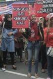 La demostración tradicional Soekarno Sukoharjo de la conducta de los vendedores del mercado de las mujeres Foto de archivo
