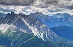 La dent de scie a formé la crête de Longerin de dei de Crode dans des Alpes Italie de Carnic photo stock