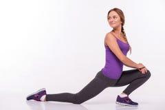 La deportista joven sana hace los ejercicios Fotografía de archivo